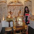 リアルサイズの「黄金の椅子」&「サイドテーブル」
