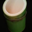 本当はこの筒の中にはお茶の葉を入れて客室に置いてあるものです。かぐや姫が生まれてきそう・・