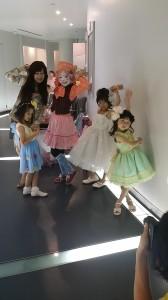 アートバルーンに集まってきた妖精たち